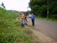 Alcides adquire roçadeiras para limpeza nos bairros