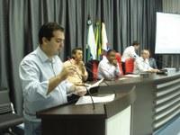 Alcides inaugura Centro de Inclusão Digital e lança a Câmara Estudantil