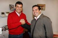 Alcides Ramos apresenta título para Beto Richa