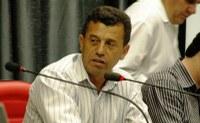 Alcides renuncia e Valdir Frias assume presidência