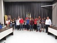 Alunos do Ceebeja realizam visita na Câmara de Apucarana
