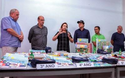 Apucarana apresenta material e uniforme escolar que serão utilizados no ano letivo de 2020