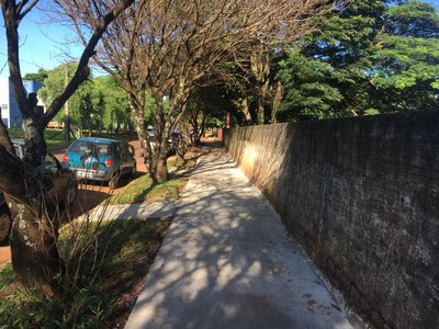 """Atendendo Indicações do vereador Poim, obras do """"Calçada Solidária"""" são finalizadas no Distrito de Pirapó"""