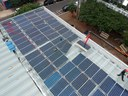 Começa instalação dos painéis para produção da energia solar na Câmara de Apucarana