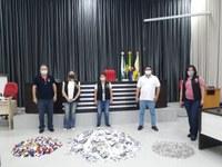 Lions Clube Apucarana Vitória Régia recebe do vereador Lucas Leugi materiais arrecadados na Campanha Lacre do Bem