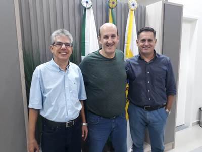 Molina recebe representantes da Equipe Pé Vermelho