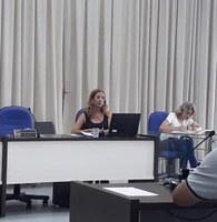 Vereadora Márcia de Sousa denuncia descarte irregular de móveis e entulhos próximo ao Parque das Aves
