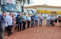 Vereadores participam da entrega de veículos para a Autarquia de Educação e SEMA